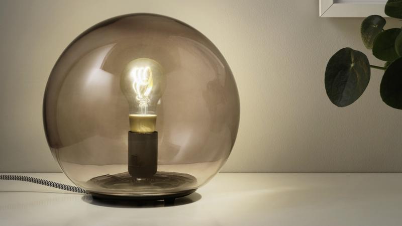 Ikea smart lamp i gammaldags stil